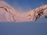 デブリと雪煙の大雪渓