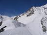 主稜下部のかわいらしい雪庇