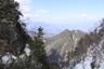 角兵衛沢のコルに上がれば遥かかなたに八ヶ岳
