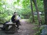 名無避難小屋近くのベンチで一服