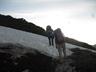 南真砂岳頂上直下の残雪