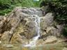 どこでも登れそうな滝が連続します