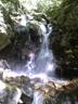 シャワーを避けて右岸を高巻いた小滝群の滝