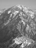 中ノ岳に至る長城のような稜線