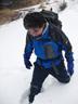 膝までの雪に少々興奮気味のQ