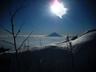 太陽に照る雪面と富士