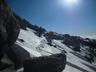 固めの雪面をトラバース