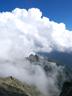 雲に包まれる明神岳