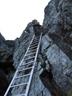 「カニのヨコバイ」直後、10m近い梯子が垂直にかかる