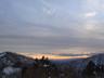 南の雲がたなびく夕景