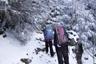 雪の南沢を歩く