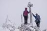 吹雪の赤岳山頂