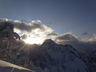 二日目の朝、足拍子岳を望む