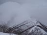 ガスの中に姿を隠す小出俣山とそれに続く稜線